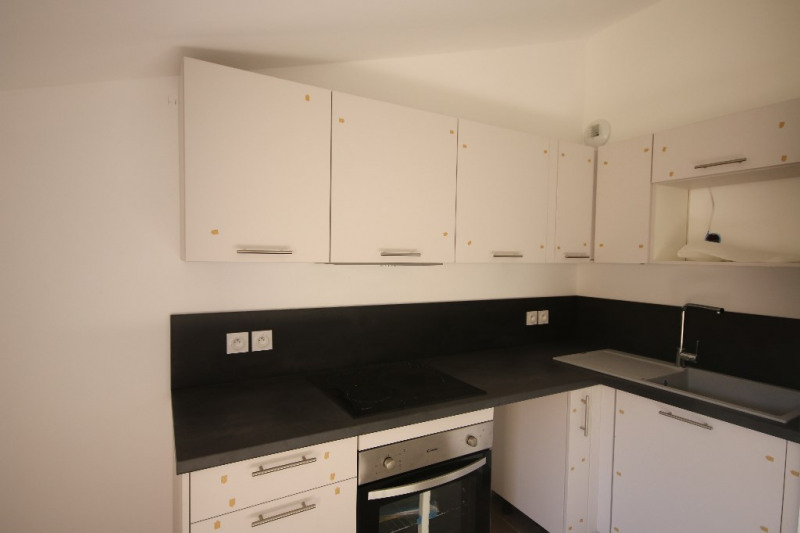 Rental apartment Meyrargues 1 015€ CC - Picture 3