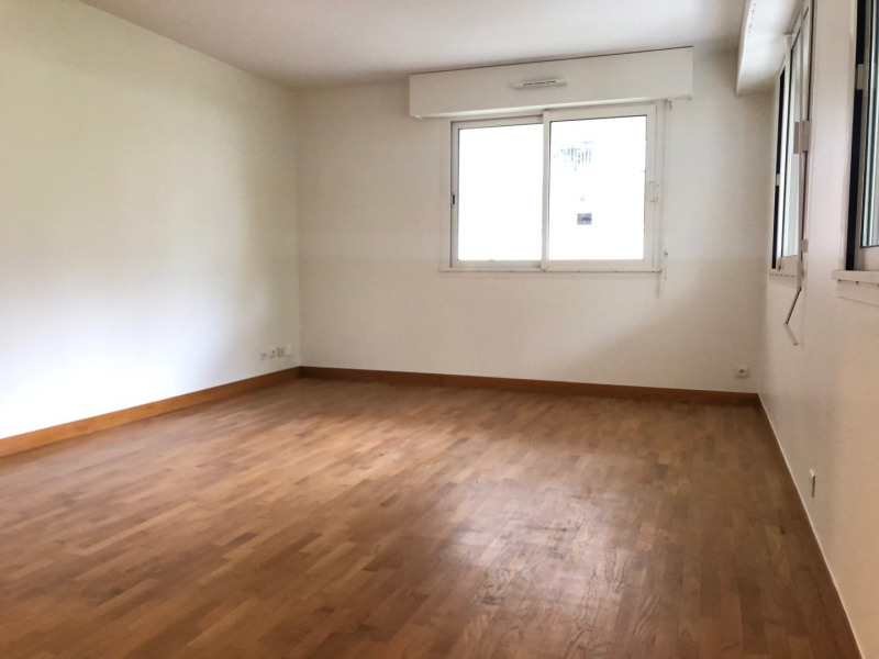 Location appartement Paris 14ème 1 980€ CC - Photo 2