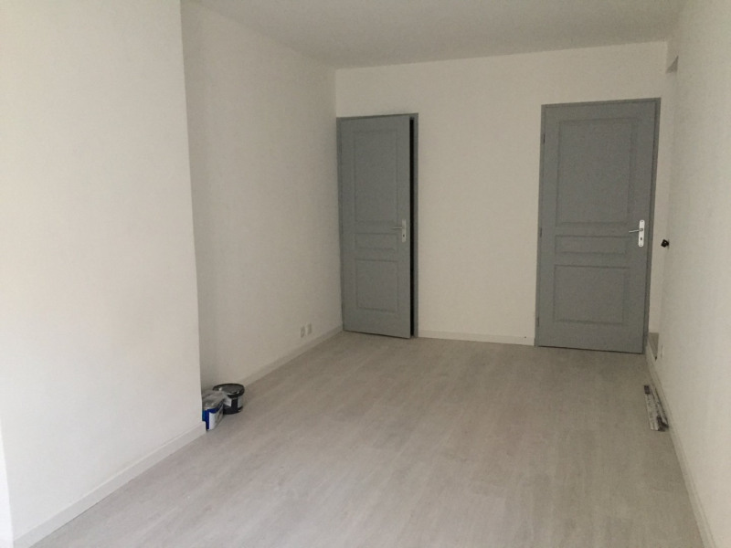 Rental apartment Rognes 525€ CC - Picture 3