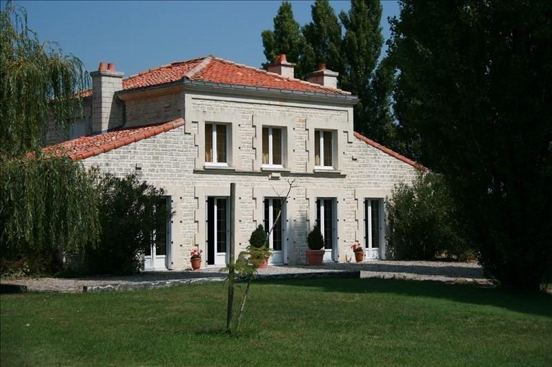 Sale house / villa Rochefort 522500€ - Picture 1