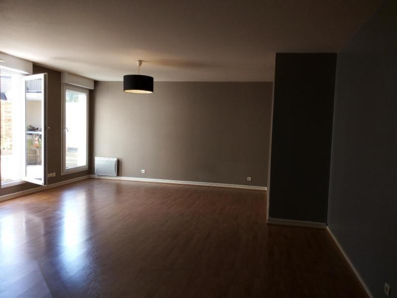 Rental apartment Montevrain 939€ CC - Picture 1