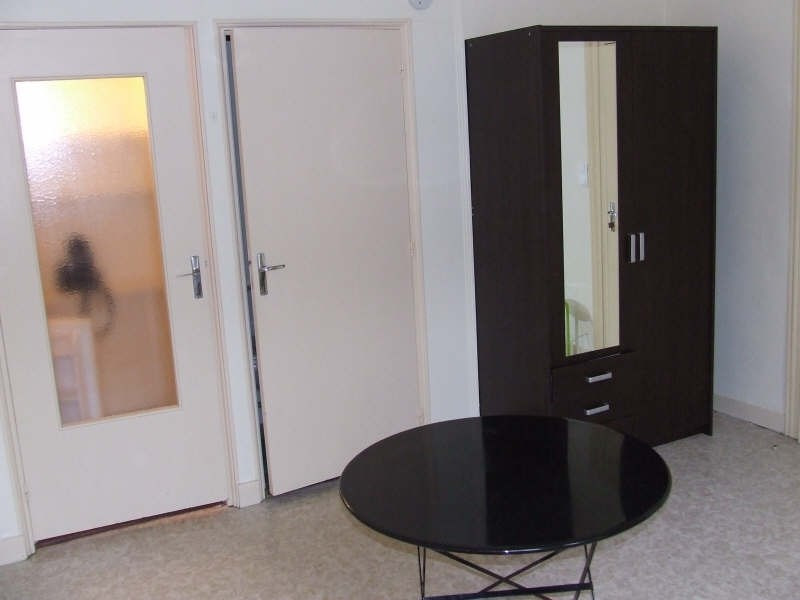 Rental apartment Avesnes sur helpe 370€ CC - Picture 2