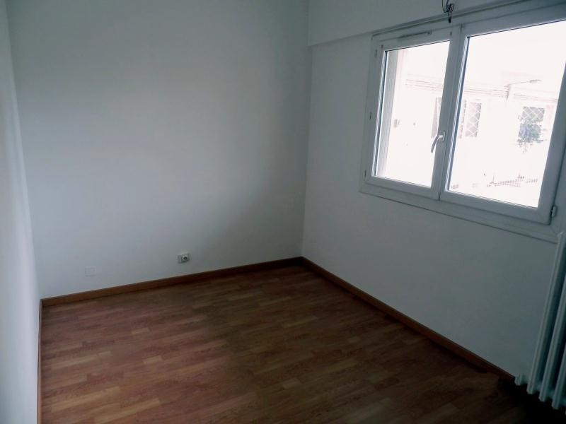 Location appartement Toulon 757€ CC - Photo 8