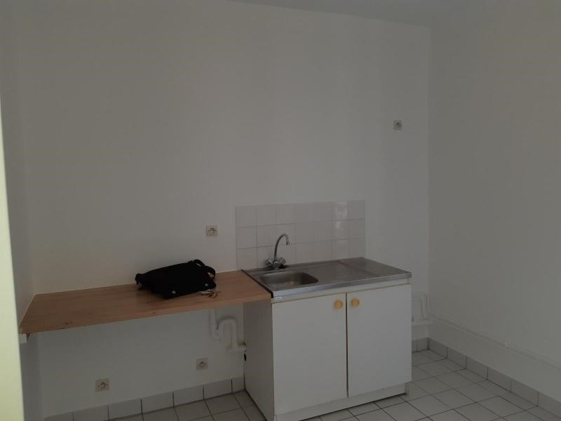 Location appartement Ivry sur seine 816€ CC - Photo 3