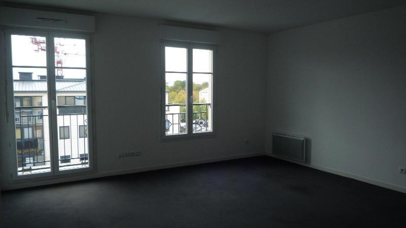 Rental apartment Bussy saint georges 883€ CC - Picture 1