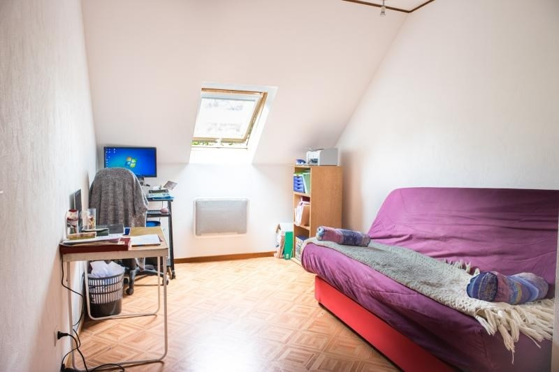 Sale house / villa Montfort l amaury 398000€ - Picture 8