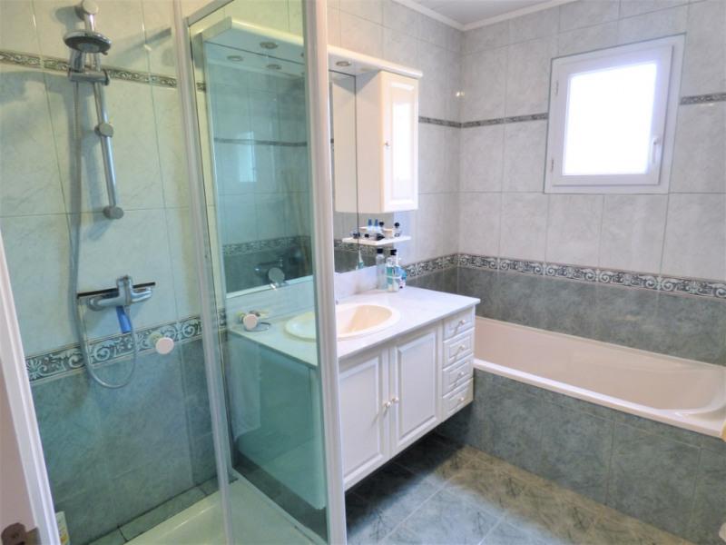 Sale house / villa Blanquefort 376000€ - Picture 4