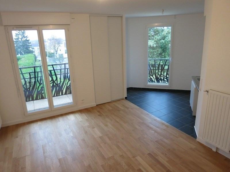Alquiler  apartamento Voisins le bretonneux 820€ CC - Fotografía 1