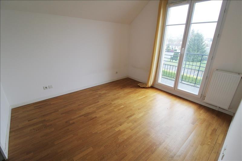 Rental apartment Maurepas 858€ CC - Picture 3