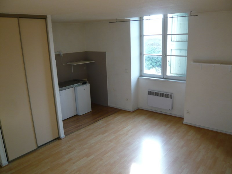 Location appartement Cremieu 495€ CC - Photo 1