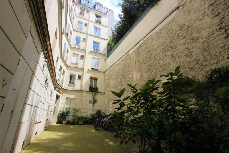 Sale apartment Paris 18ème 499000€ - Picture 2