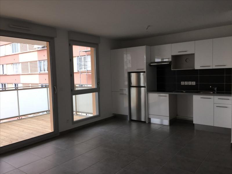 Location appartement Sainte-foy-les-lyon 860€ CC - Photo 2