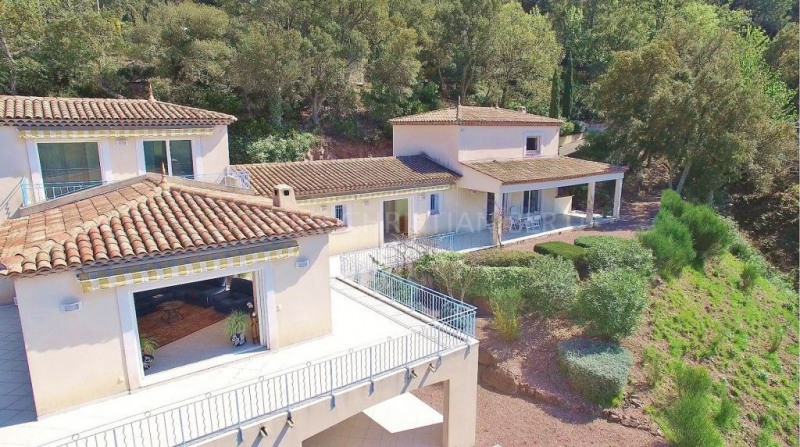 BEAUTIFUL HOUSE FACING THE ESTEREL IN A HAVEN OF PEACE