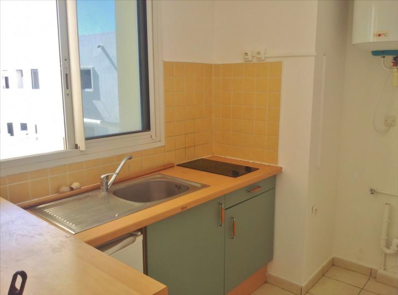 Locação apartamento Saint denis 595€ CC - Fotografia 4