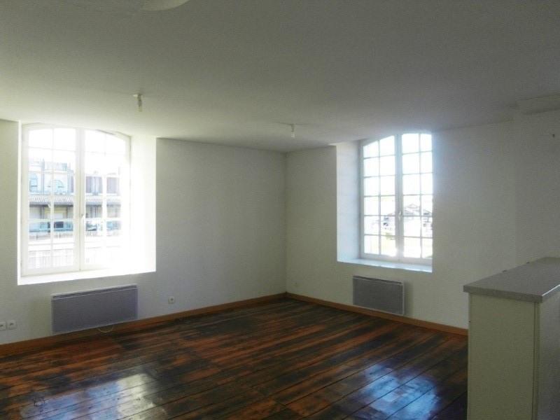 Rental apartment Cognac 438€ CC - Picture 3