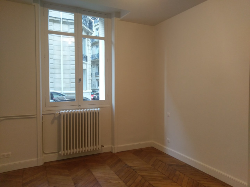 Location appartement Paris 7ème 3 950€ CC - Photo 5