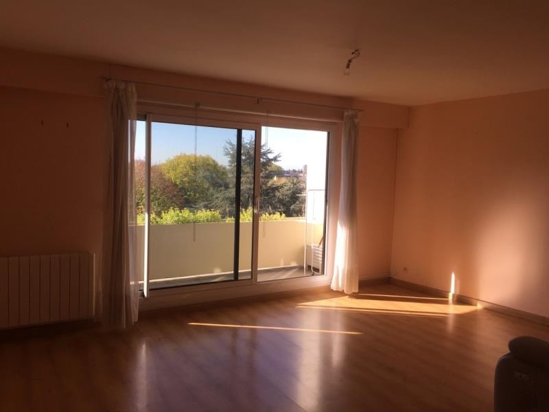Location appartement La chaussee st victor 700€ CC - Photo 2