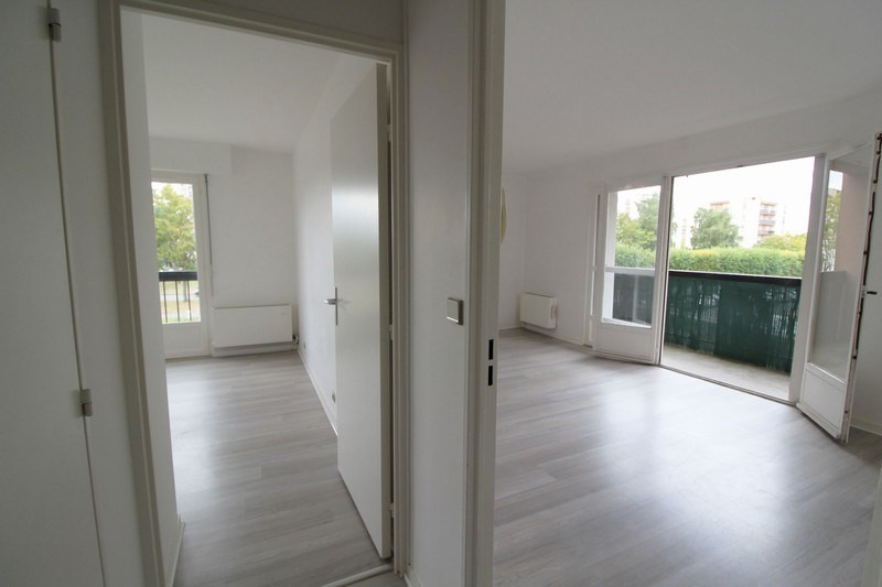 Rental apartment Maurepas 793€ CC - Picture 2