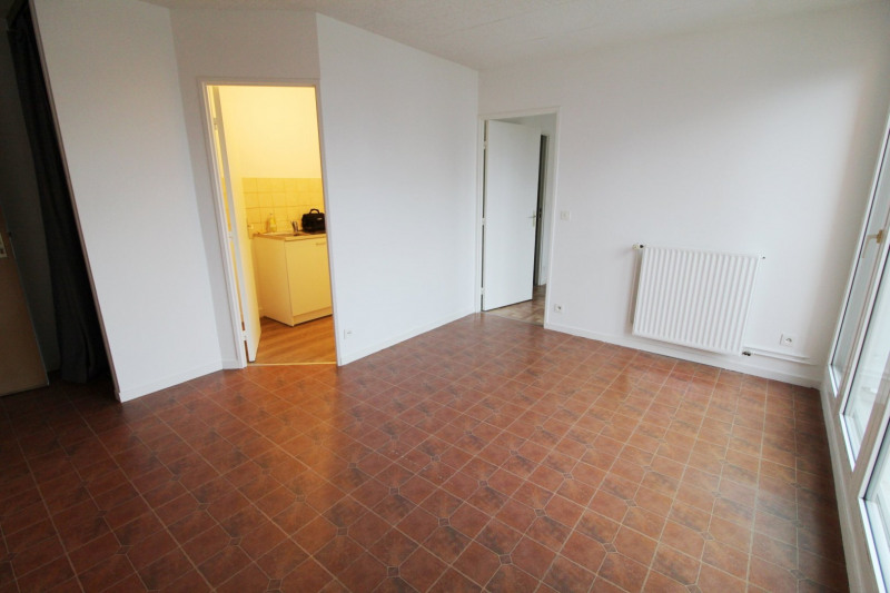 Rental apartment Maurepas 760€ CC - Picture 2