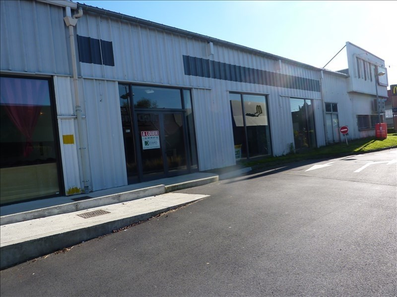 Location local commercial Fougeres 1778€ HT/HC - Photo 1