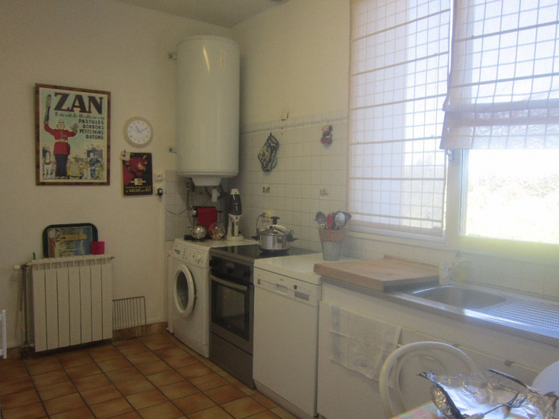 Rental apartment Lambesc 850€ CC - Picture 8