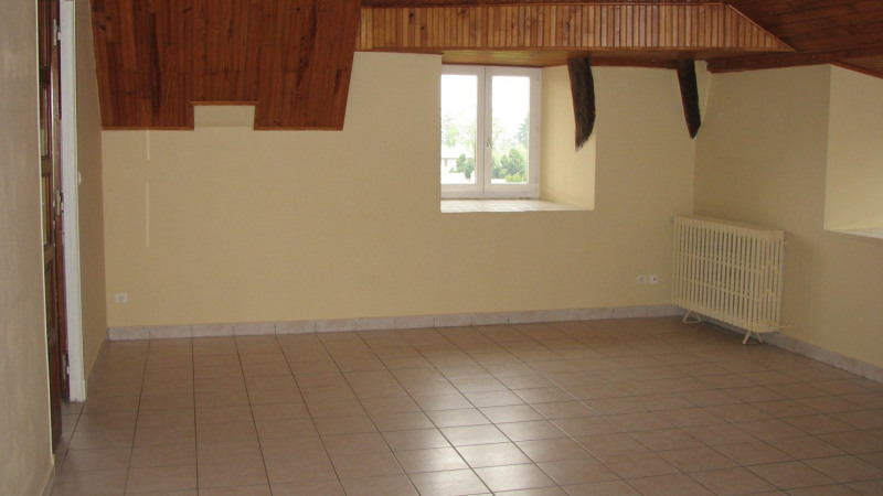 Rental apartment St agreve 480€ CC - Picture 3