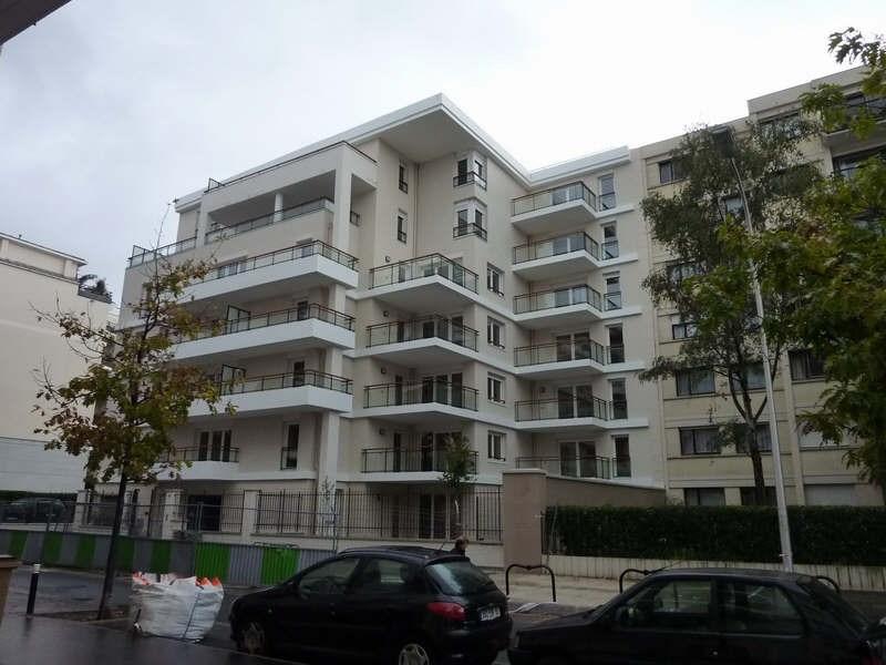 Location appartement Courbevoie 768€ CC - Photo 1