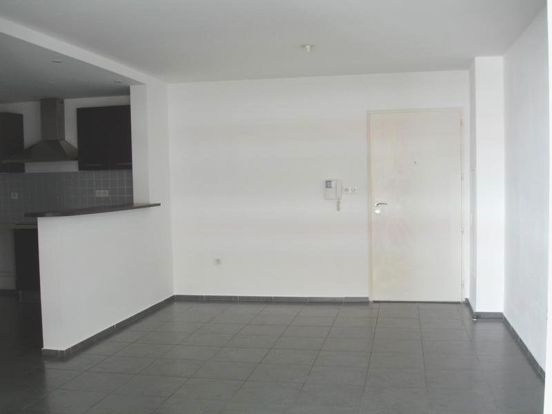 Location appartement Ste clotilde 748€ CC - Photo 1