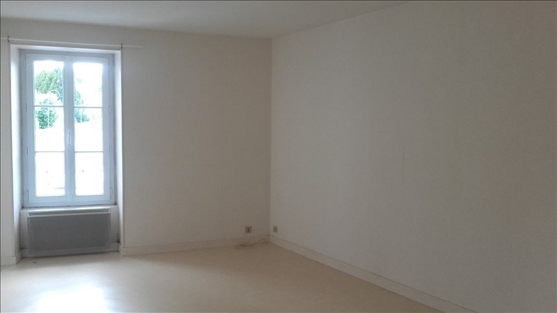 Location appartement Liguge 353€ CC - Photo 2