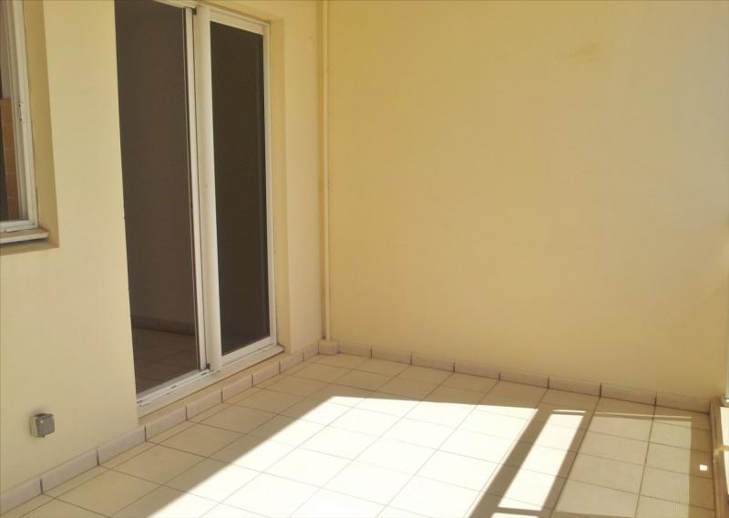 Locação apartamento Saint denis 595€ CC - Fotografia 6