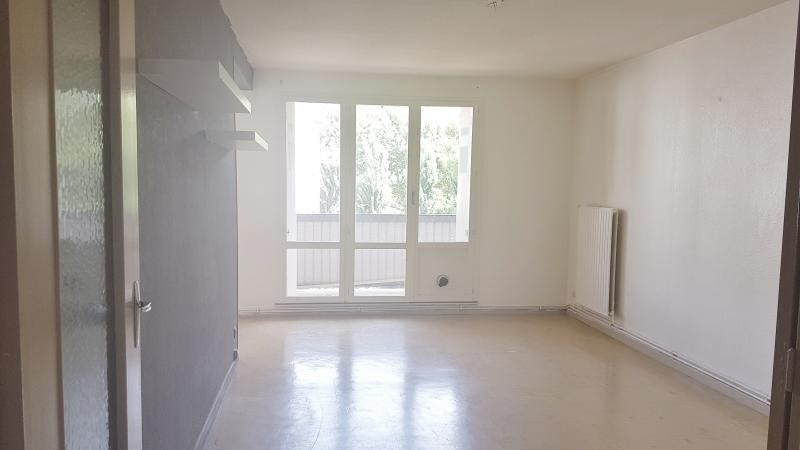 Location appartement Senas 799€ CC - Photo 1