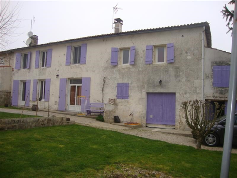 Sale house / villa Saint-jean-d'angély 152 700€ - Picture 2