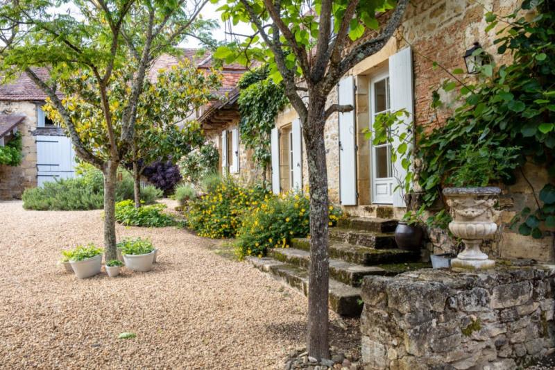 Deluxe sale house / villa Genis 999000€ - Picture 1