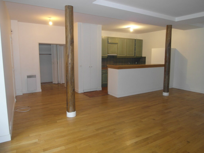 Rental apartment Paris 9ème 2 613€ CC - Picture 2