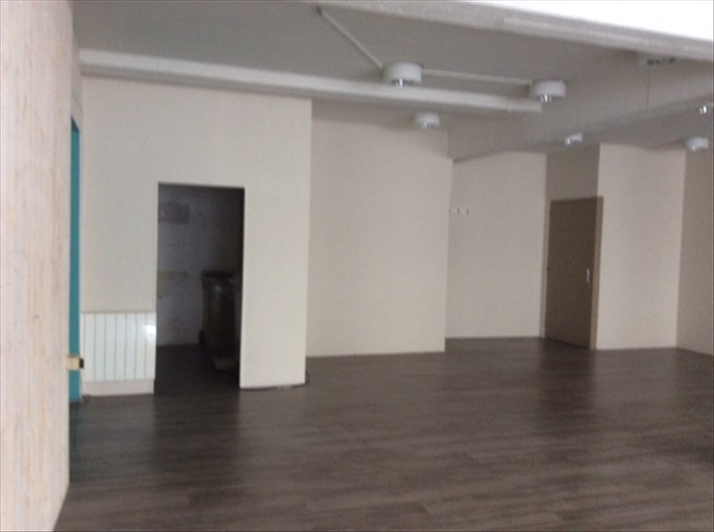 Location local commercial Cholet 1 150€ HT/HC - Photo 2