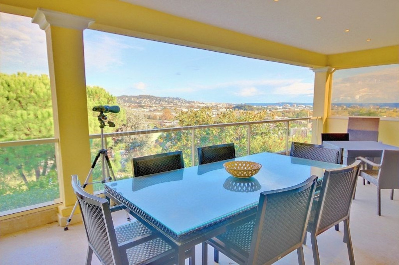 SOLE AGENT - VILLA WITH HIGH-END SERVICES - SEA VIEW - 4 BEDROOMS - 240M²
