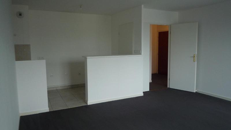 Rental apartment Bussy saint georges 883€ CC - Picture 2