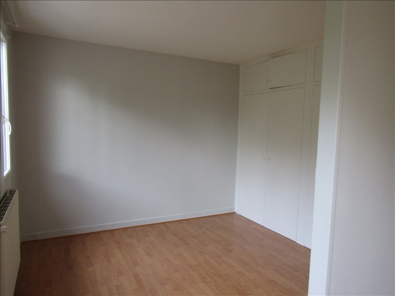 Location appartement Le mesnil le roi 785€ CC - Photo 2
