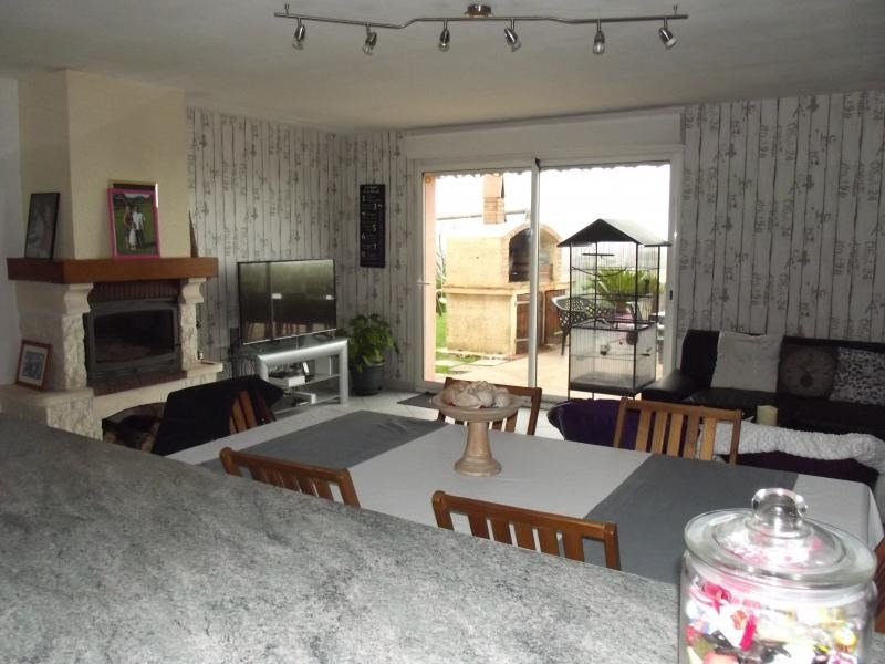 Sale house / villa L isle jourdain 249600€ - Picture 4