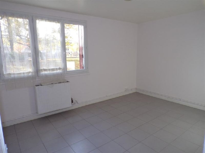 Sale apartment Ste genevieve des bois 110 000€ - Picture 1