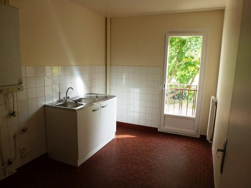 Rental apartment Maurepas 855€ CC - Picture 2