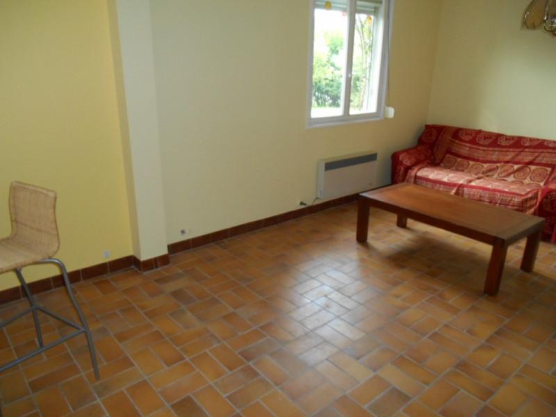 Rental apartment Saint quentin 365€ CC - Picture 2