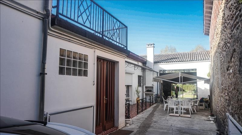 Investment property house / villa Morlaas 224000€ - Picture 3