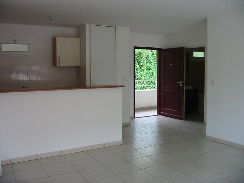 Location appartement St denis 620€ CC - Photo 2