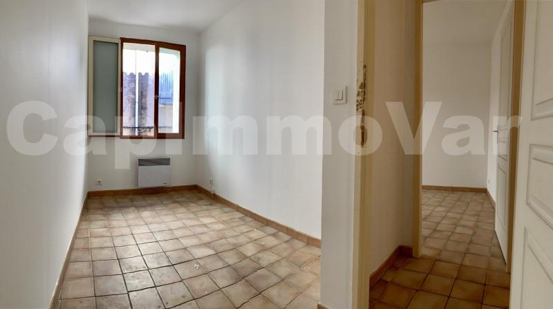 Rental apartment Le beausset 695€ CC - Picture 5