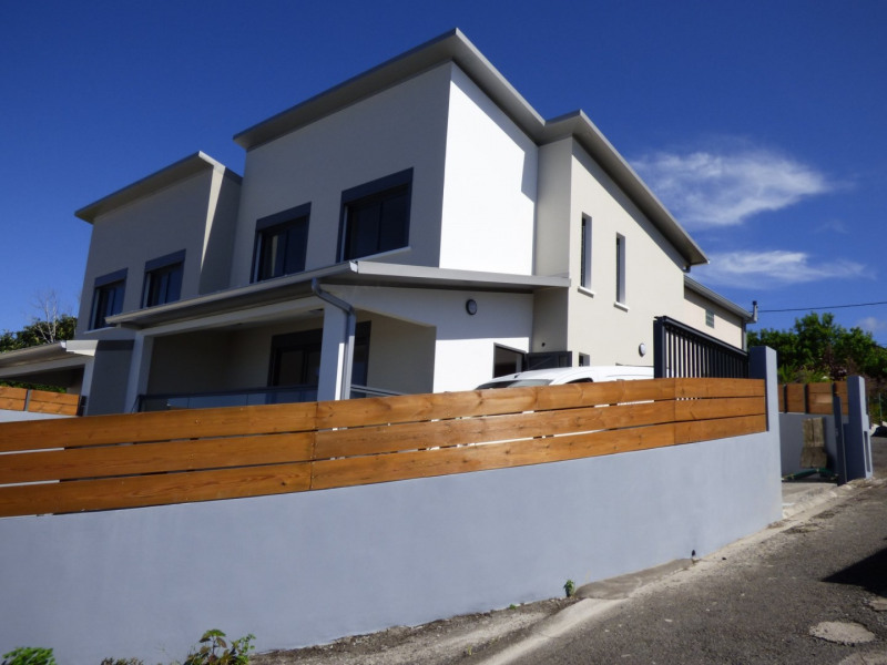 Location maison / villa Petite ile 845€ CC - Photo 1