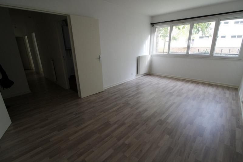 Rental apartment Maurepas 891€ CC - Picture 2