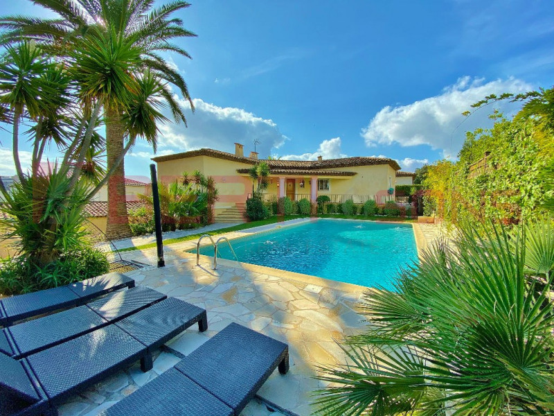 Mandelieu for sale! House 210 m2 with 3/4 bedrooms and 2 bathrooms / showers - Land 1120sqm with pool!