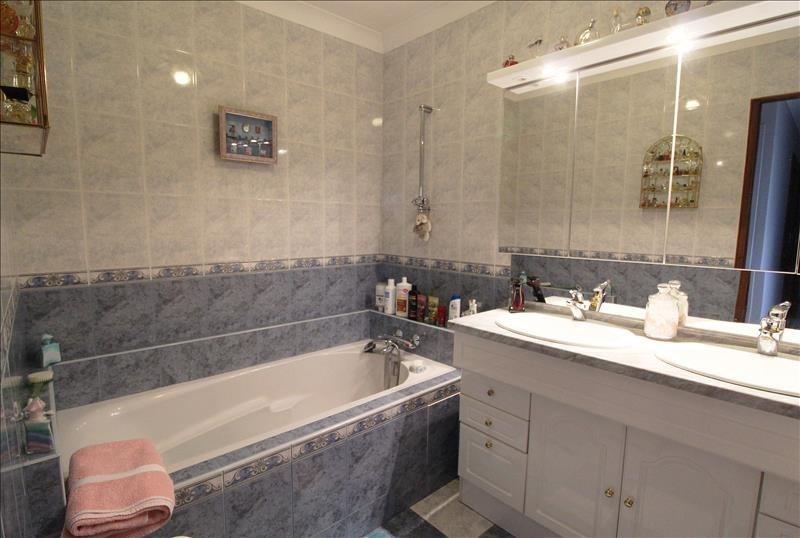 Sale house / villa Maurepas 378000€ - Picture 8