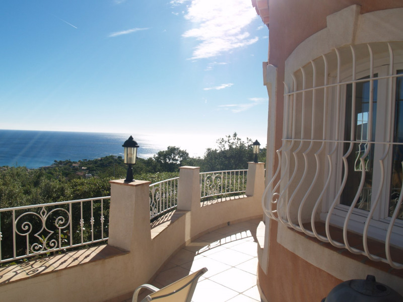 Vacation rental house / villa Les issambres 1 875€ - Picture 5